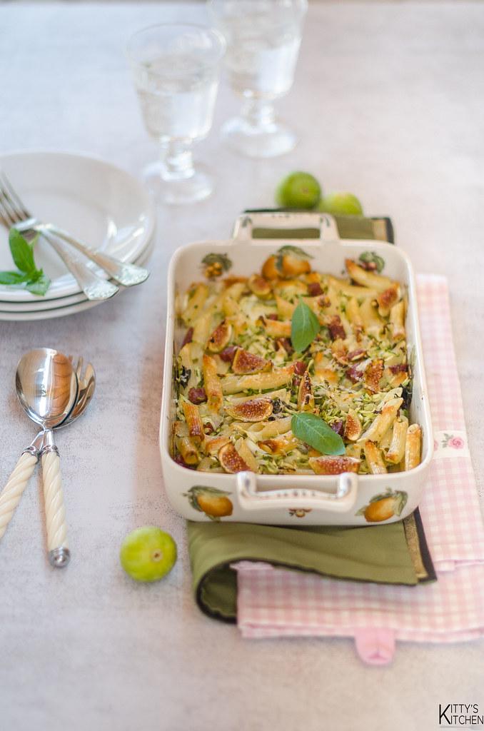 Pasta al forno con zucchine, soppressata e fichi