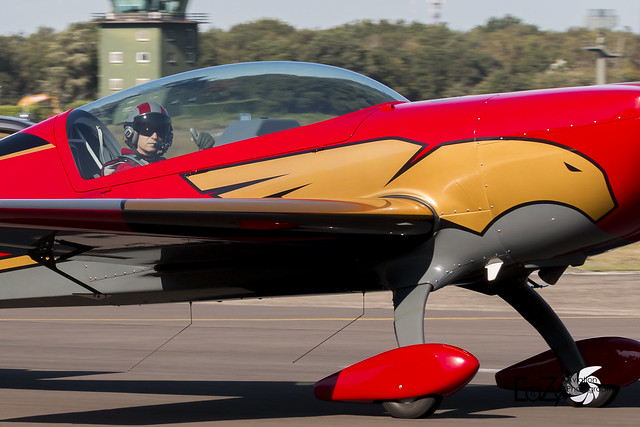 RJF04 Royal Jordanian Falcons Extra EA-330LX