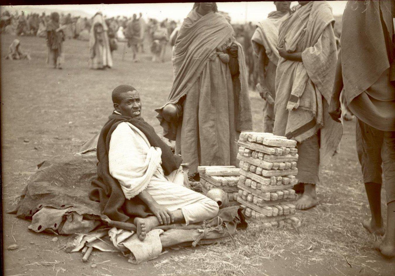 359.1899. Абиссиния, Аддис-Абеба. Меняла на амолье или чоу (соль). Галла
