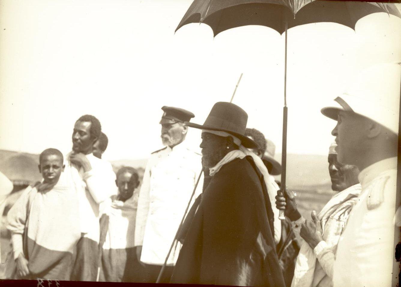 338. Абиссиния, Аддис-Абеба. Посещение императора Менелика русских докторов