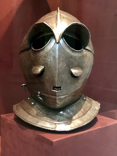 Never noticed it before, but this has to be one of the most intimidating Medieval head gear pieces at that time.