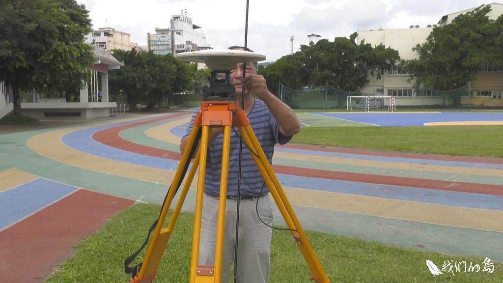 中央地質調查所的移動式追蹤站。