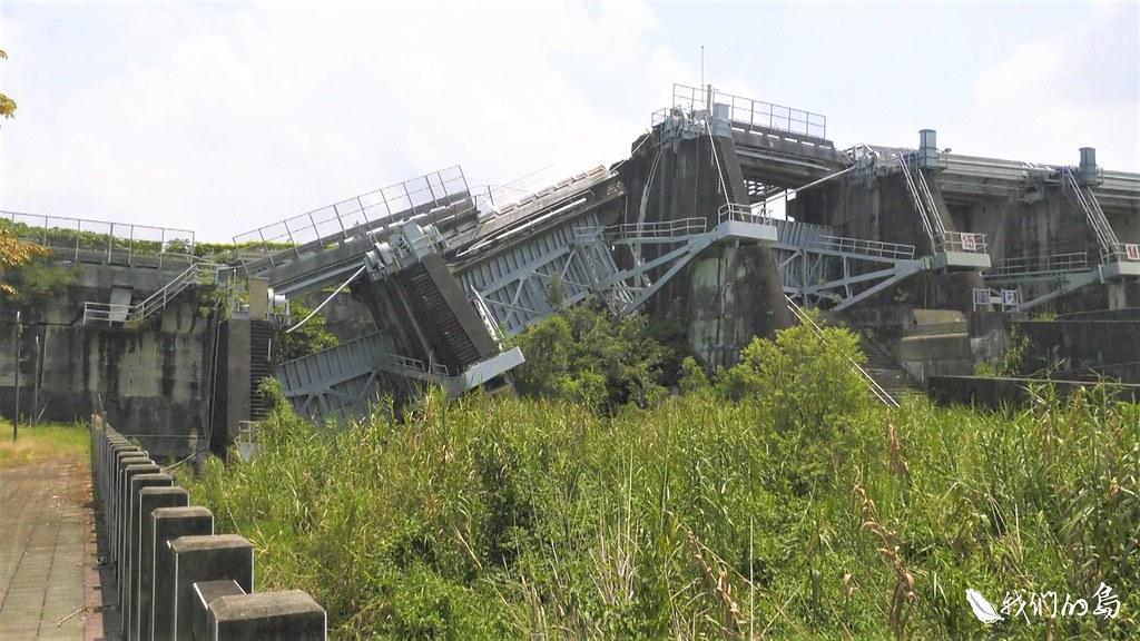 損毀的石岡壩成為民眾理解地震威力的著名景點。