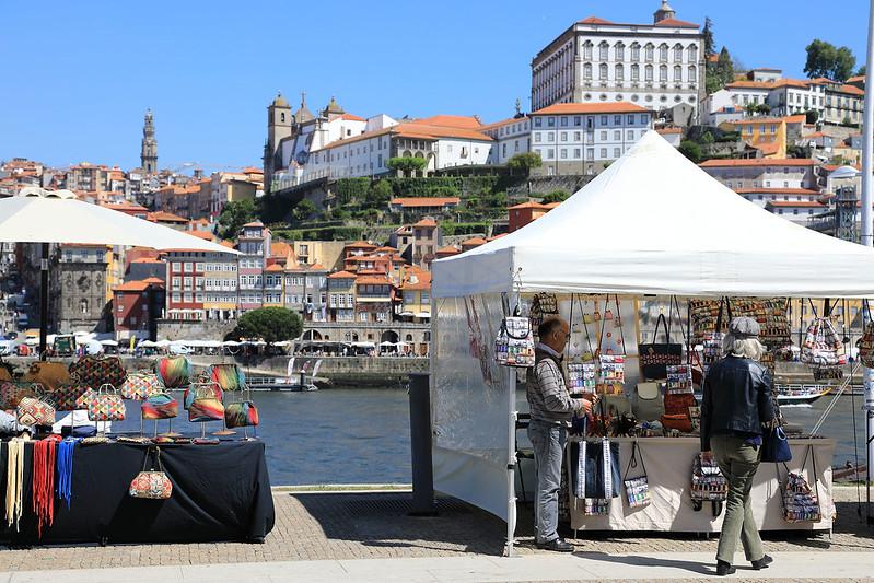 Douro bank market