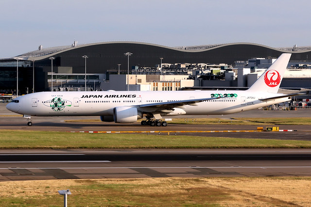 Japan Airlines | Boeing 777-300ER | JA734J | Sky Eco livery | London Heathrow