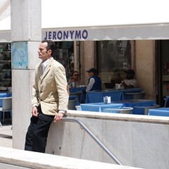 Being a Statue in your City - Jeronymo Waiting