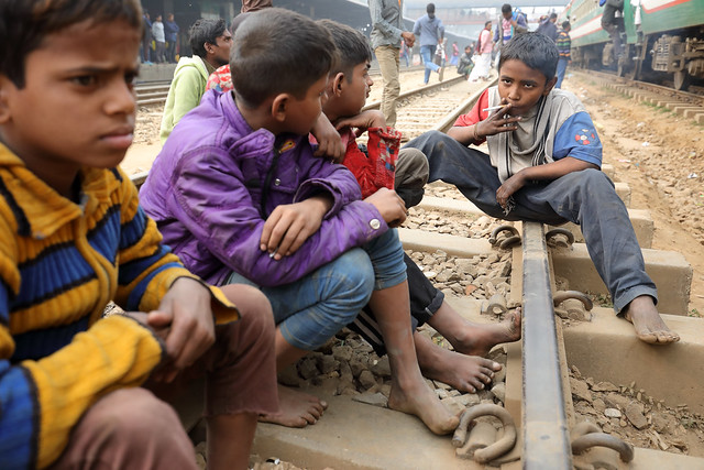 Bangladesh, street boys in Dhaka