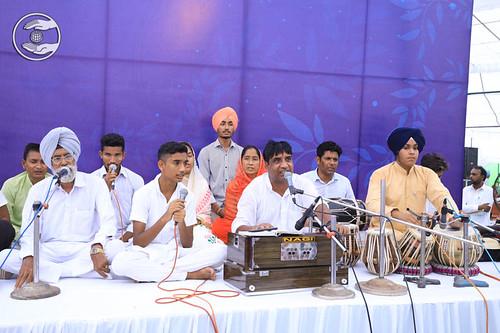 Devotional song by Guljinder Gullu, Gidarbaha, PB