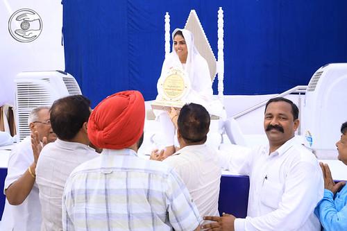 Special Invitees seeking blessings