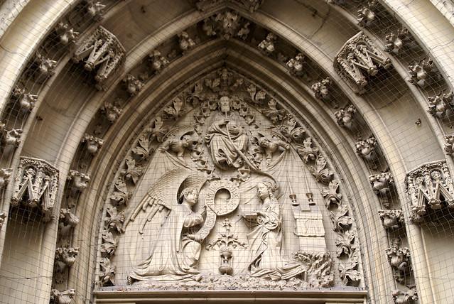 Würzburg, Marktplatz, Marienkapelle, Tympanon der Verkündigung an Maria (Annunciation)