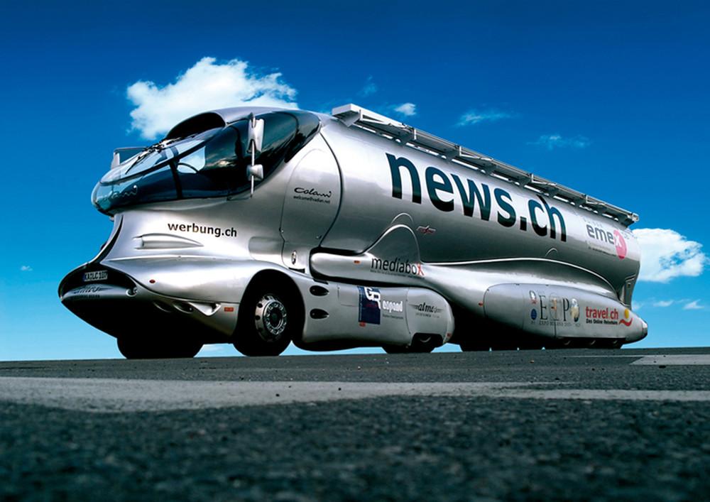 2002大气动力容积卡车采用了梅赛德斯Actors底盘