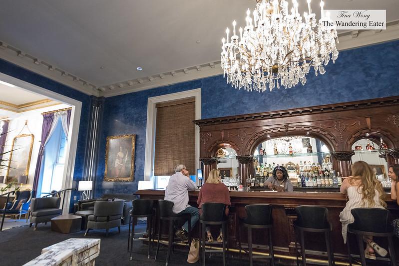 Cachette 1907 lobby bar