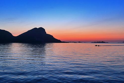 værøy lofoten norvegia estate sera tramonto notte mare panorama vista cielo rosso blu colori norway norge summer viaggio travel night sunset sea ocean seascape landscape red blue colors
