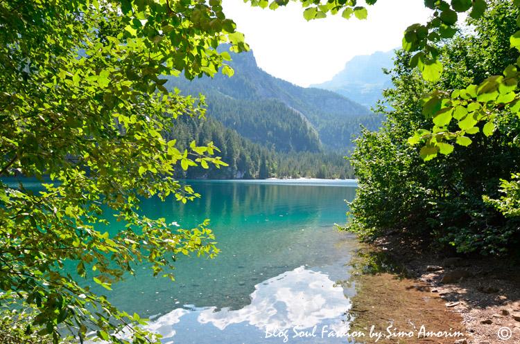 A treilha ao redor do lago é fácil e tem apenas uma parte com uma subida mas nada de mais