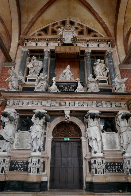 Monument funéraire du doge Giovanni Pesaro (1589-1659), basilique Santa Maria Gloriosa dei Frari, campo dei Frari, sestiere de San Polo, Venise, Vénétie, Italie.