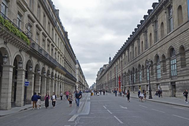 2019.07.14.065 PARIS - Rue de Rivoli et le palais du Louvre,  l'aile Marsan