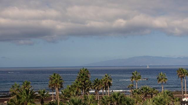 Playa de las Américas: view to La Gomera