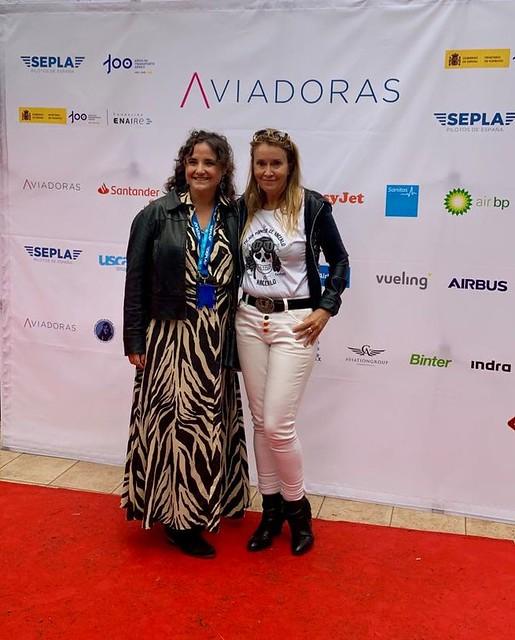 Consuelo Arto, HT de Adventia, junto con la fundadora de Aviadoras, Vanessa de Velasco.
