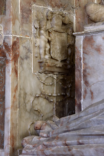 Wickham, Hampshire, St. Nicolas's church, monument to Wm. Uvedale †1569, milady, detail