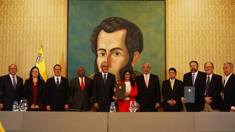 Gobierno Bolivariano y sectores de la oposición instalan mesa nacional de diálogo por la pazç