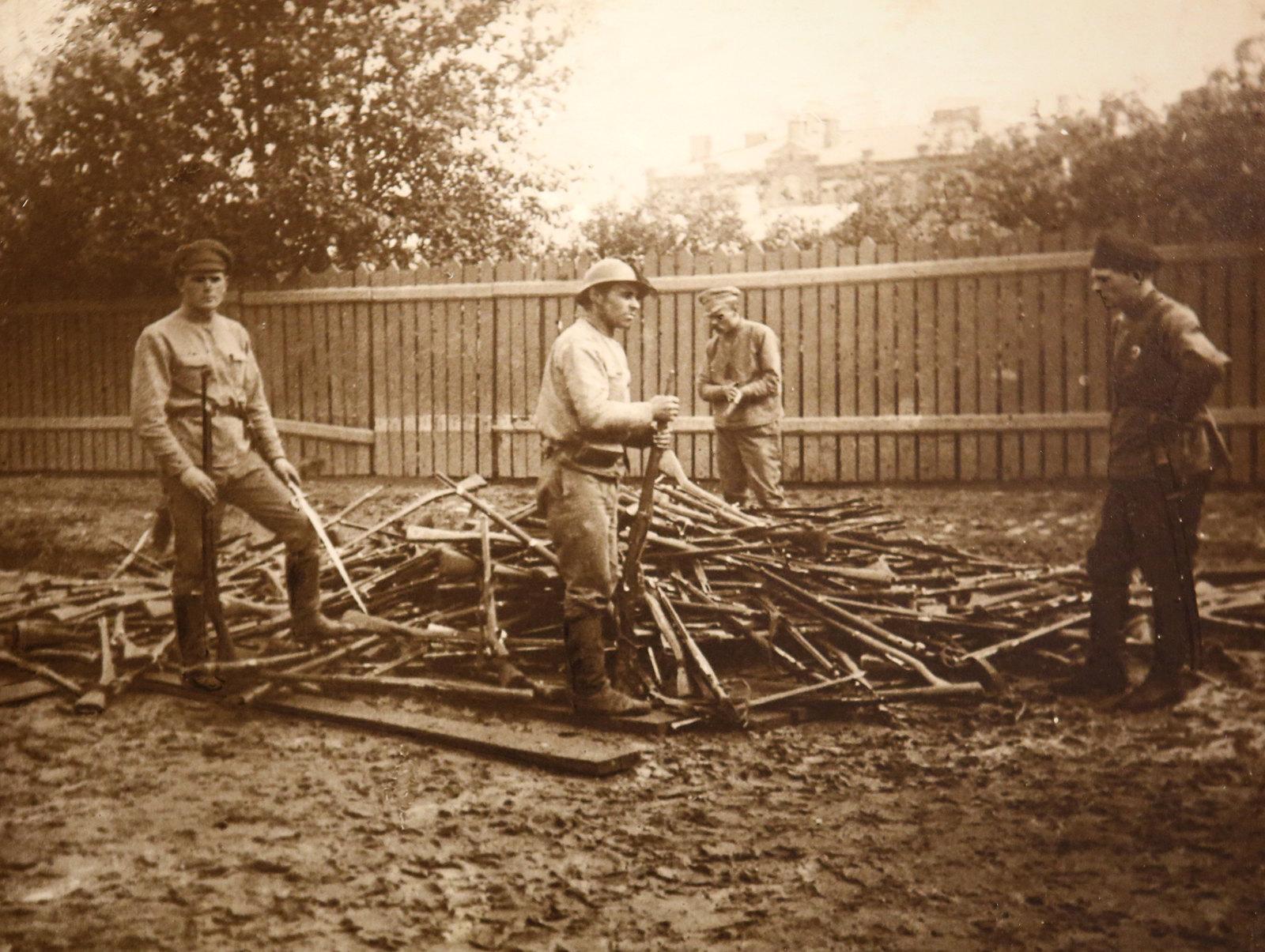 24. Сбор оружия после подавления восстания в Ярославле. Июль 1918