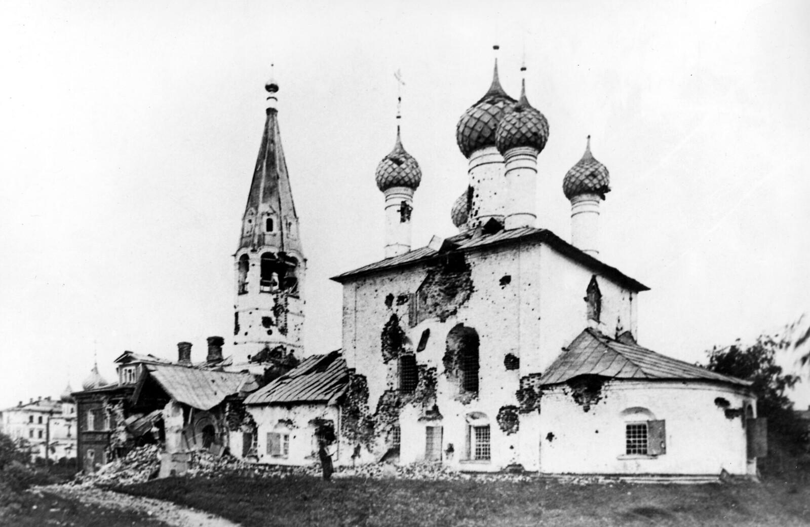 15. Храм Николы Рубленого после артиллерийского обстрела