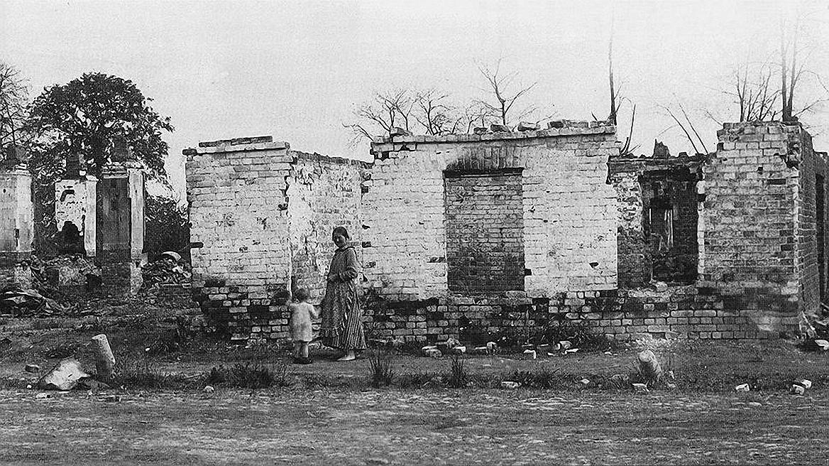 30. Жители Ярославля, оставшиеся без крова. Июль 1918