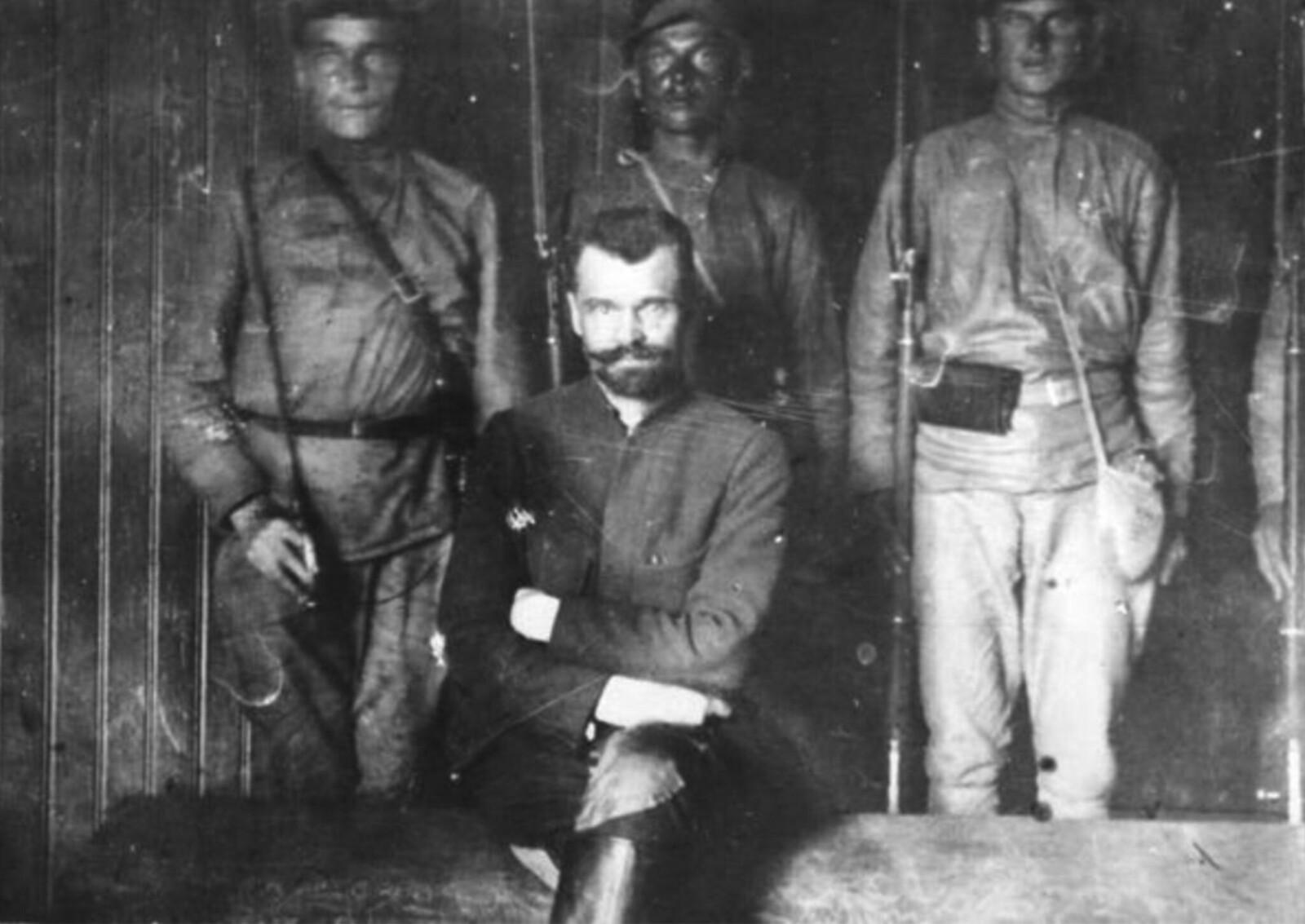 37. Полковник Перхуров на суде. Городской театр в Ярославле. Июль 1922