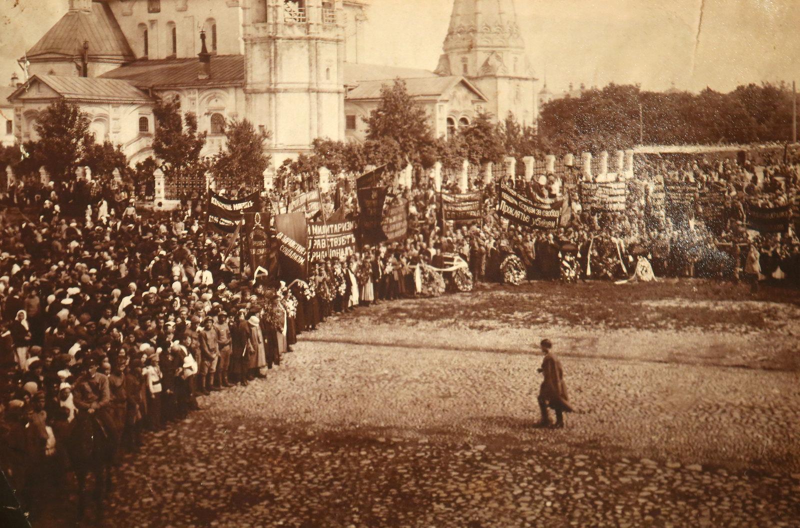 31. Похороны Михаила Лютова и Павла Зелинченко. 22 августа 1918 (2)