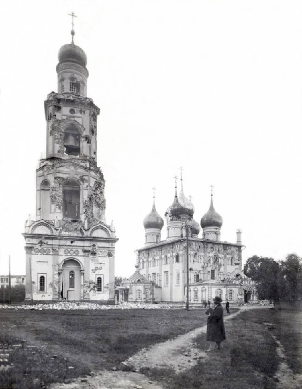 07. Повреждённые артиллерией Успенский собор и колокольня