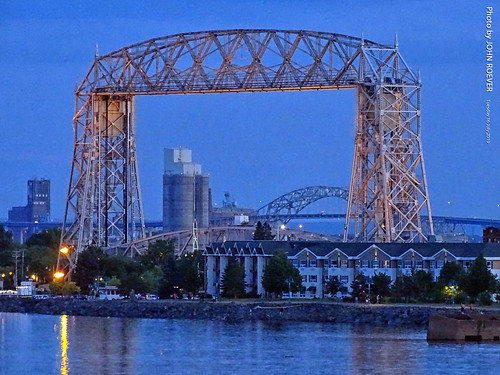minnesota 2019 july july2019 vacation roadtrip 2019vacation 2019roadtrip minnesota2019roadtrip minnesota2019vacation duluth stlouiscounty bridge liftbridge aerialliftbridge dusk aftersunset evening lakesuperior lake water greatlakes canalpark fitgersbrewery usa