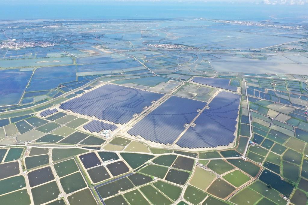 韋能能源坐落在嘉義布袋八區鹽田的「台灣艾貴義竹發電廠」正式商轉。圖片來源:韋能能源