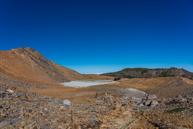 二の池と摩利支天山