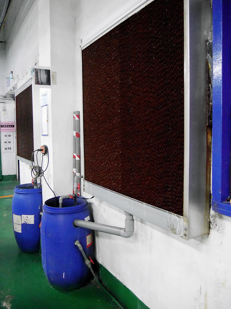 宏遠興業織布廠內的水簾與排風扇(攝影:楊軒豪)