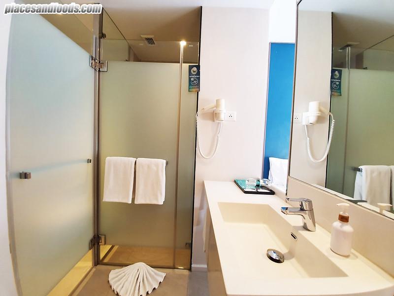 ibis phuket town room bathroom