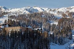Práce ve špičkovém alpském hotelu není pro místní zajímavá, říká ředitel