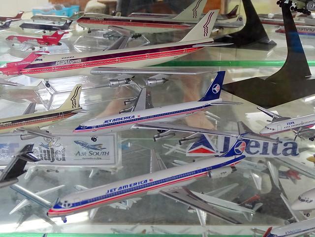 Jet America Boeing 707 N707AD