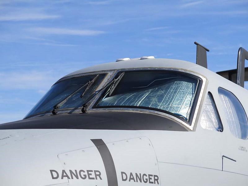Beechcraft B-12 in die Leitschiene 9