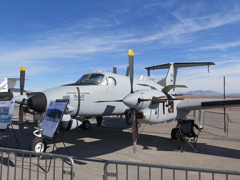 Beechcraft B-12 in die Leitplanke 1