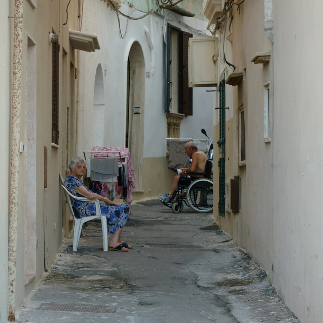 Salento 2. 44 gradi Celsius a Gallipoli Vecchia. 44 Celsius degrees in Gallipoli Old town. Candid. (Sud/South)
