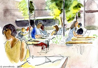 un café sur l'Avenue de France, à Paris