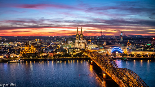 sunset germany köln dom cathedral rhine rhein hohenzollern brücke bridge sun blue hour bluehour tv tower cityscape leica triangle lvr building sky panorama m10 28mm summicron mediapark f2