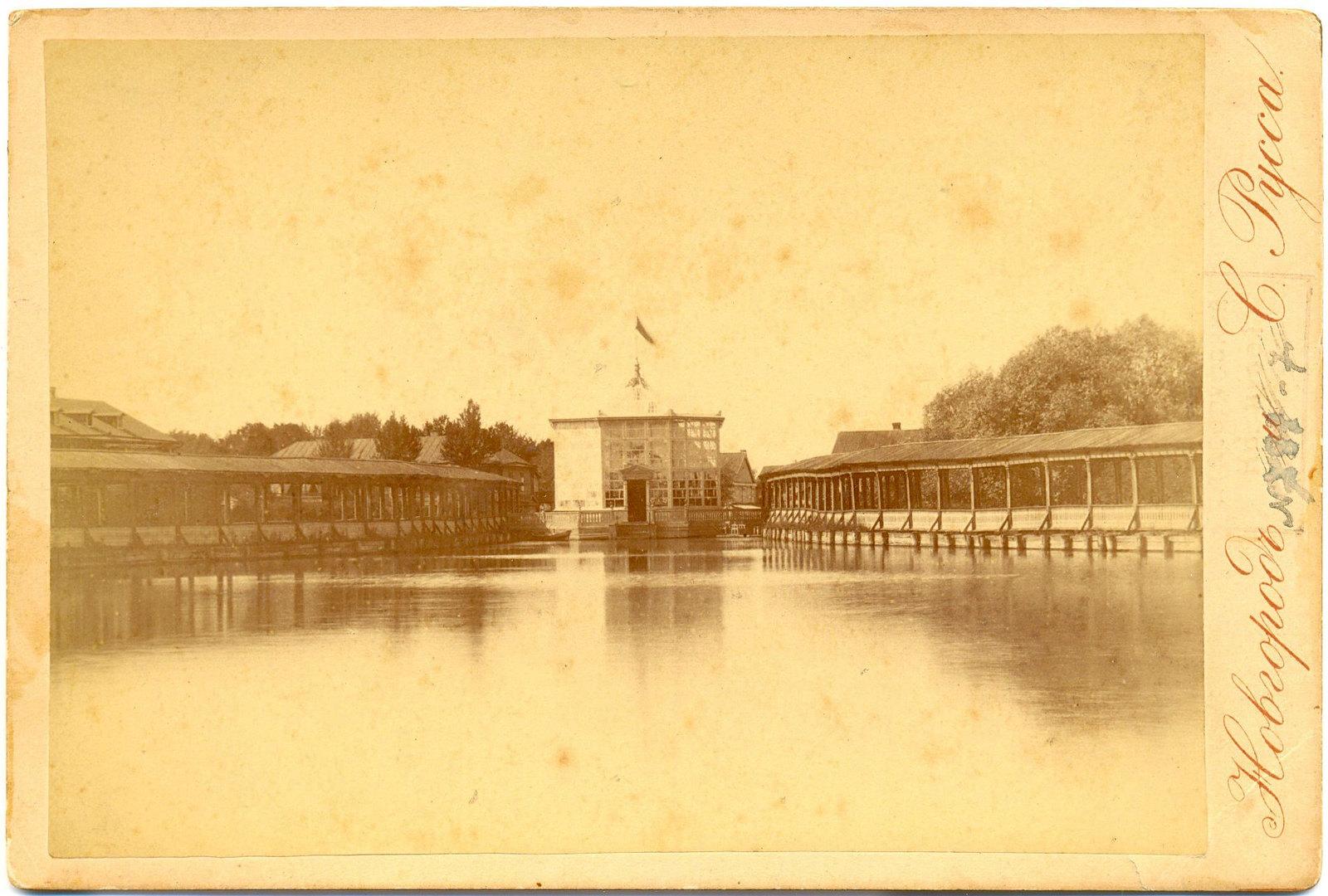 Павильон на Верхнем озере