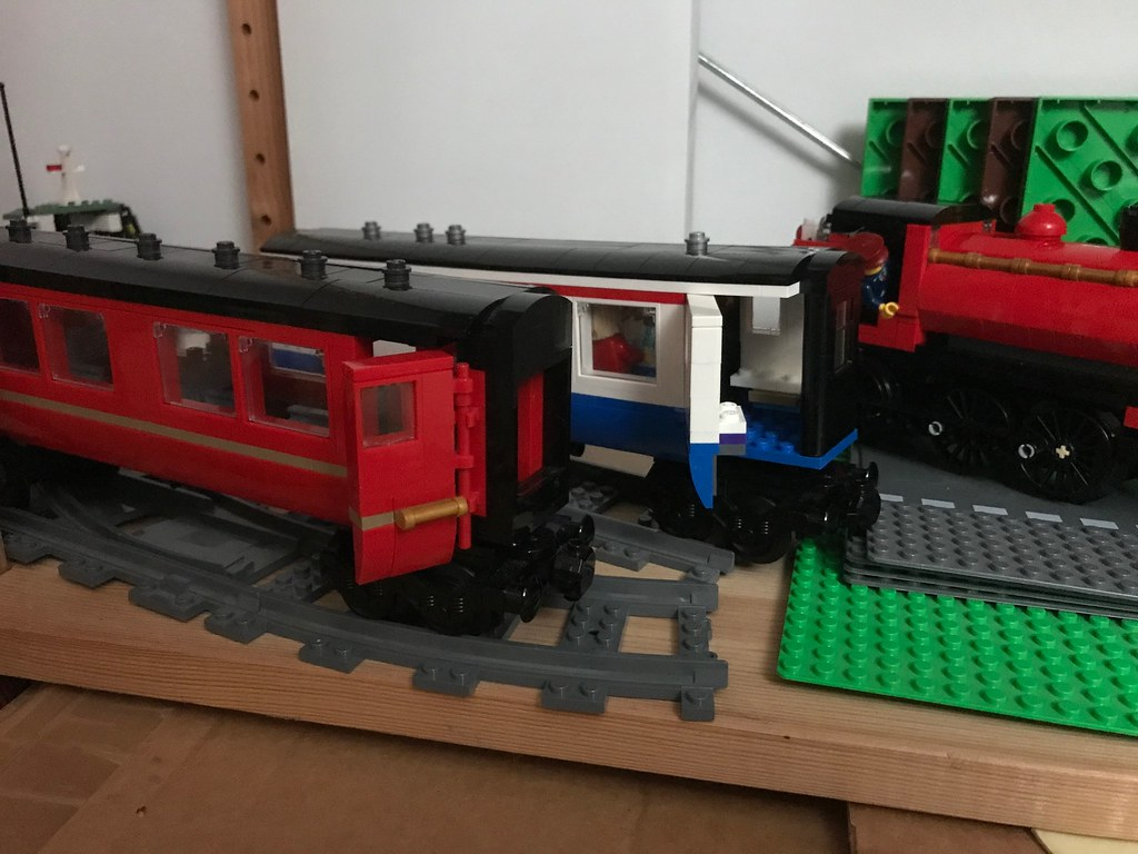 WiP BR Mk1 in Lego - Hogwarts Express vs Blue / White