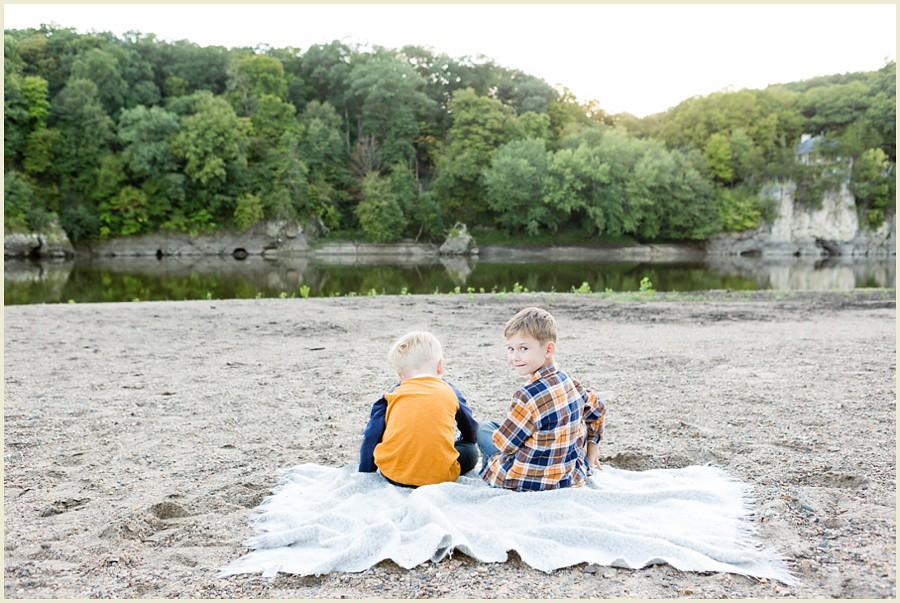 iowacityphotographer-cedarrapidsphotographer-palisadesparkfamilysession-jenmadiganphotography-ohiofamilyphotographer-clevelandfamilyphotographer-14