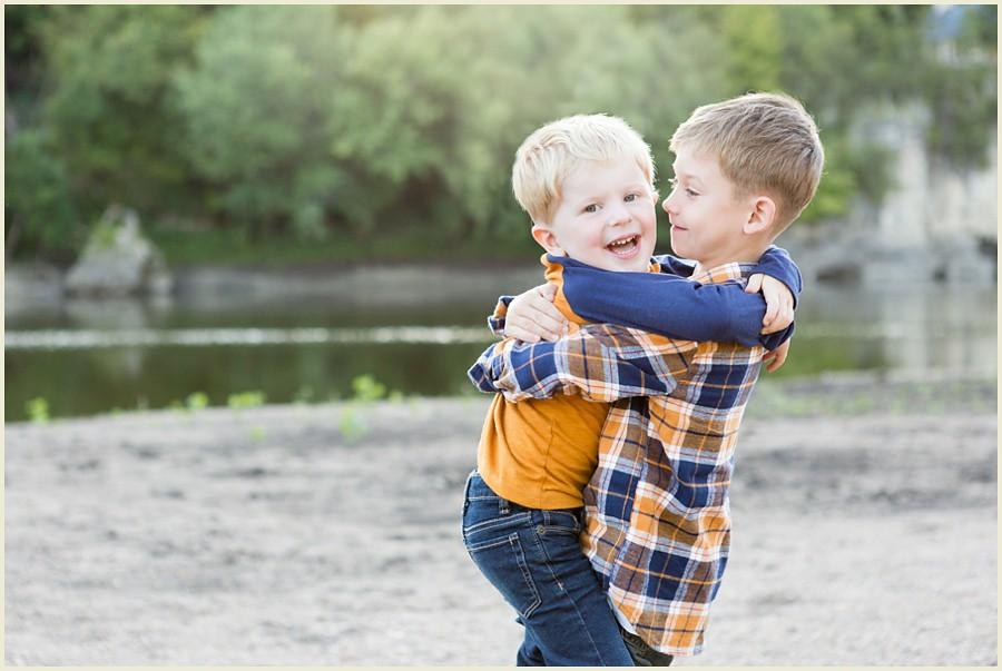 iowacityphotographer-cedarrapidsphotographer-palisadesparkfamilysession-jenmadiganphotography-ohiofamilyphotographer-clevelandfamilyphotographer-04