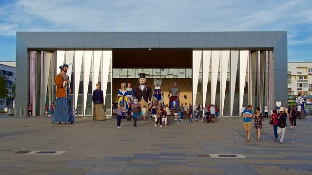 La Halle, place d'Armes à Calais reçoit les géants régionaux