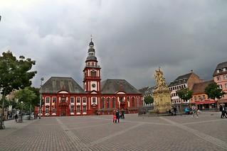 Mannheim Altes Rathaus mit Marktplatzbrunnen