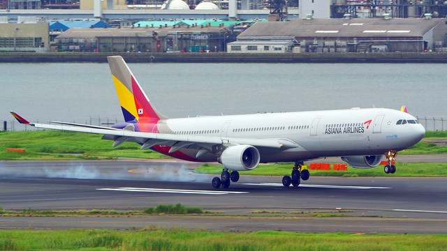 Airbus A330-323, HL7794, Asiana Airlines