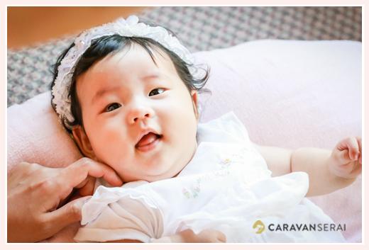 3か月の女の子赤ちゃん ヘッドバンドをして